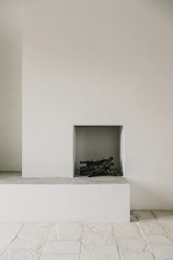 Major World New York >> Interior Inspiration: Minimalist Fireplace - DeSmitten Design Journal